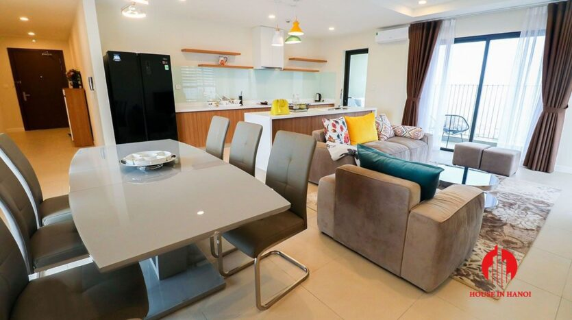 comfortable 3 bed apartment in kosmo tay ho 1