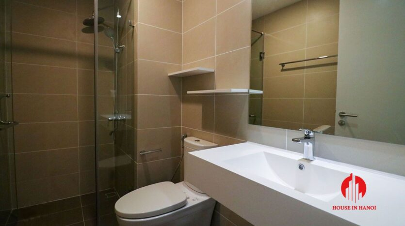 comfortable 3 bed apartment in kosmo tay ho 12