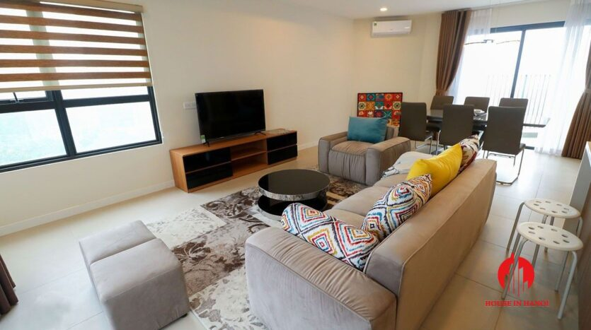 comfortable 3 bed apartment in kosmo tay ho 3