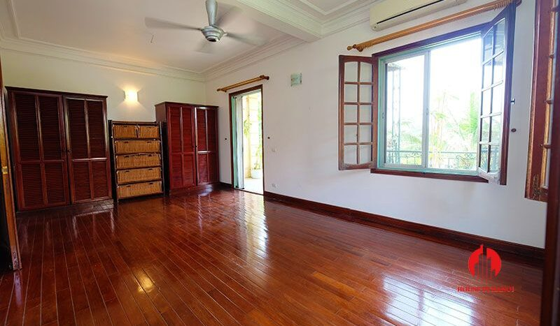 lake side villa for rent in xom chua tay ho 17