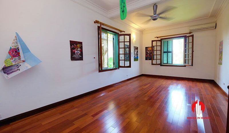lake side villa for rent in xom chua tay ho 22