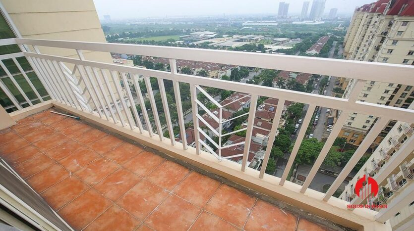 lake view 150m2 apartment for rent in g2 ciputra 16