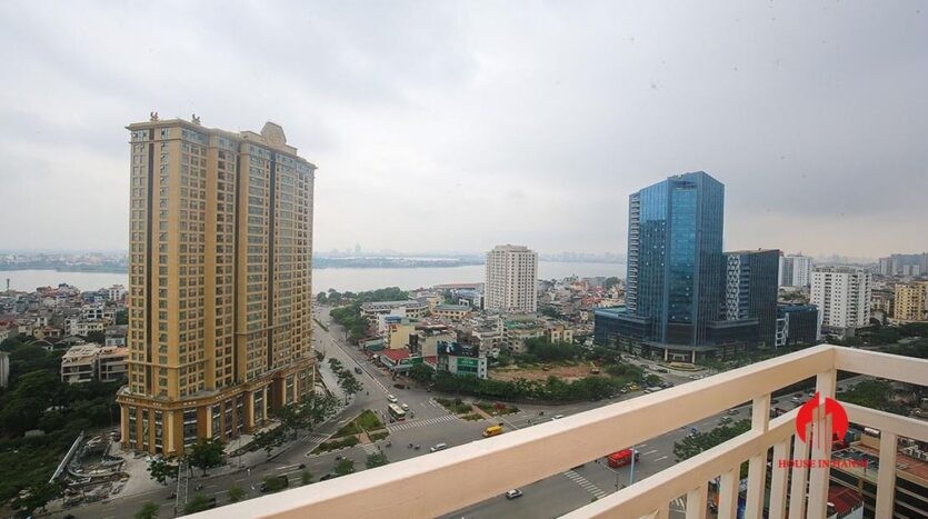 lake view 150m2 apartment for rent in g2 ciputra 4