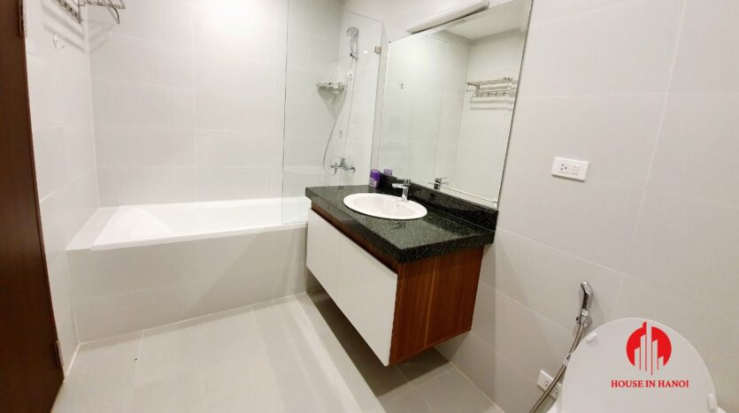 3 bedroom apartment for rent on tu hoa 5