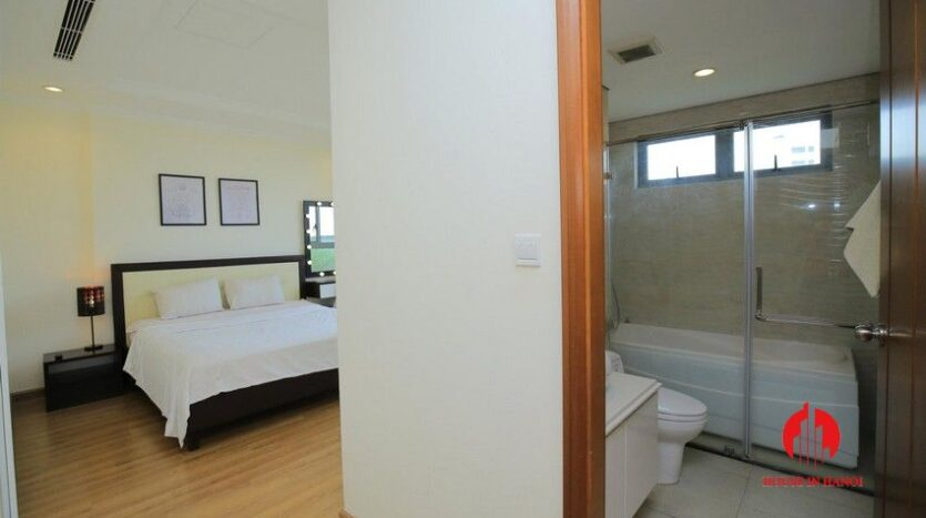 big balcony apartment for rent in vinhomes nguyen chi thanh 10