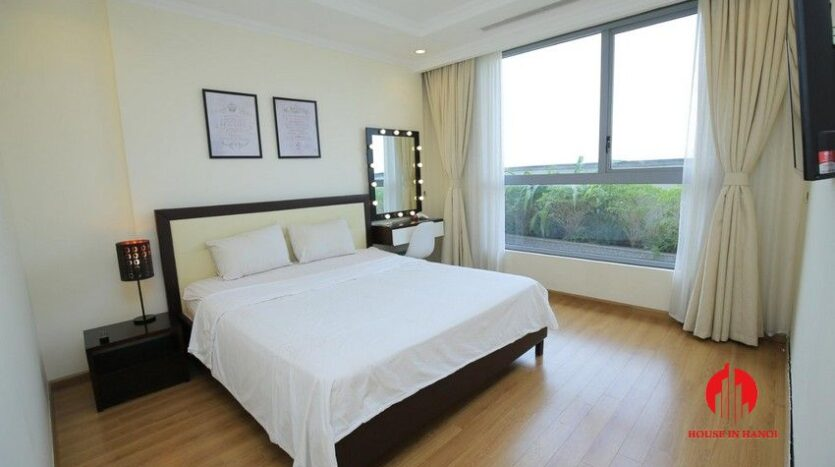 big balcony apartment for rent in vinhomes nguyen chi thanh 12