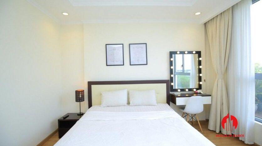 big balcony apartment for rent in vinhomes nguyen chi thanh 13