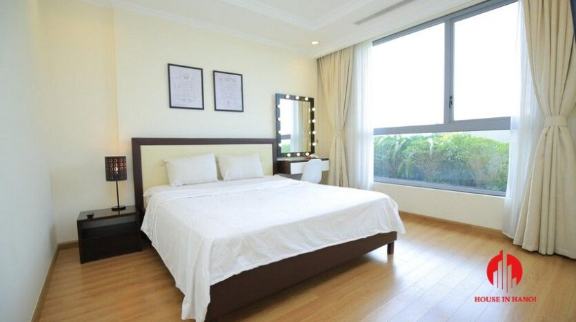 big balcony apartment for rent in vinhomes nguyen chi thanh 14