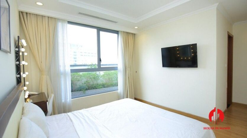 big balcony apartment for rent in vinhomes nguyen chi thanh 15