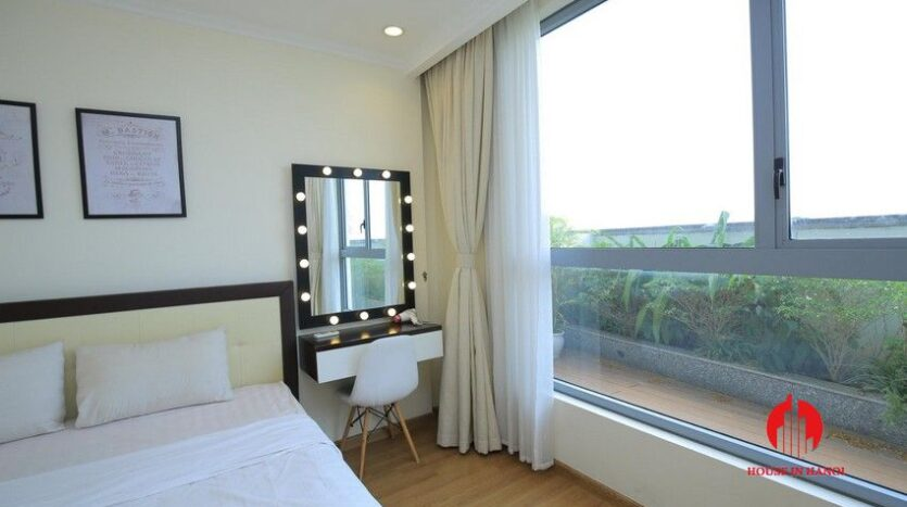 big balcony apartment for rent in vinhomes nguyen chi thanh 16