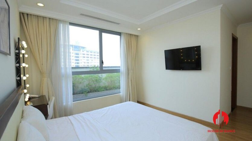 big balcony apartment for rent in vinhomes nguyen chi thanh 17