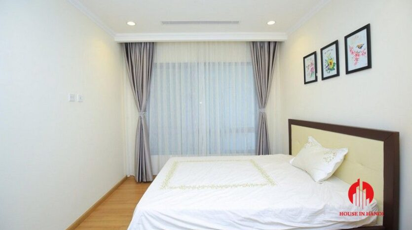 big balcony apartment for rent in vinhomes nguyen chi thanh 21