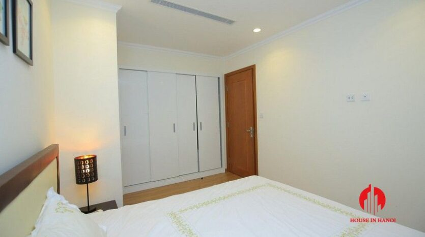 big balcony apartment for rent in vinhomes nguyen chi thanh 22