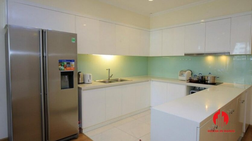 big balcony apartment for rent in vinhomes nguyen chi thanh 5