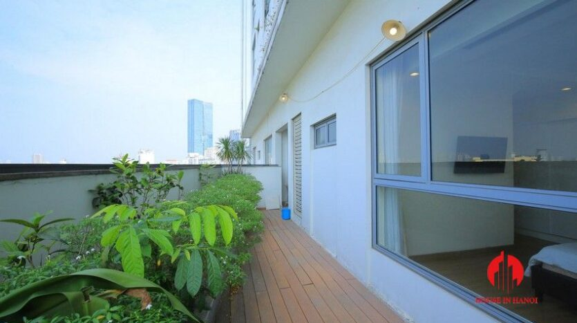 big balcony apartment for rent in vinhomes nguyen chi thanh 9