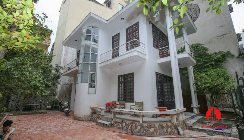house with yard for rent in tay ho 1