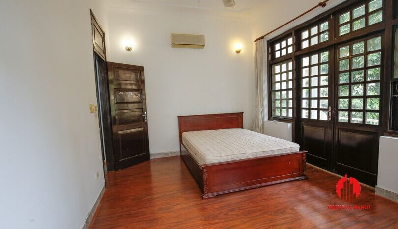 house with yard for rent in tay ho 10