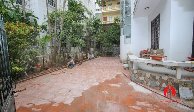 house with yard for rent in tay ho 2