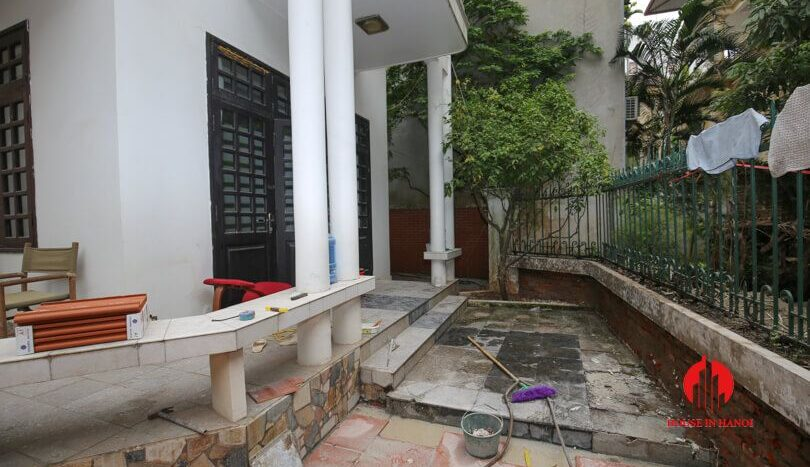 house with yard for rent in tay ho 3