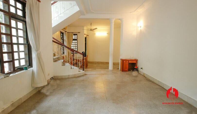 house with yard for rent in tay ho 4