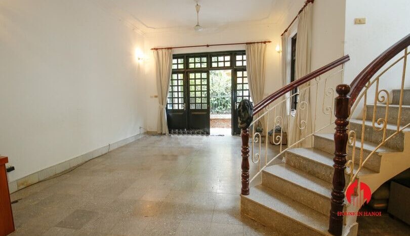 house with yard for rent in tay ho 5