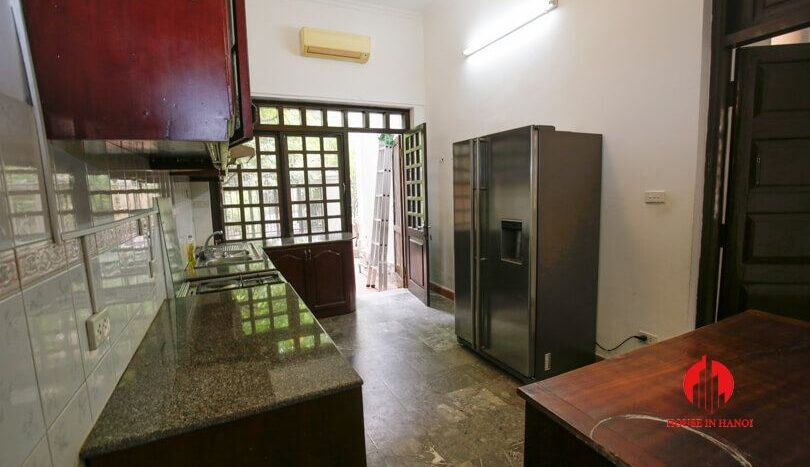 house with yard for rent in tay ho 8