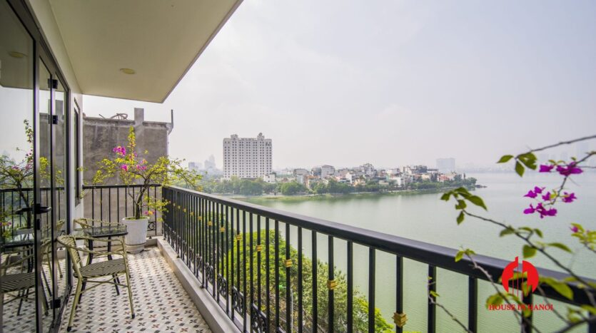 lake view 2 bedroom apartment on xuan dieu 11