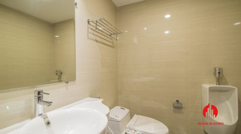 lake view 2 bedroom apartment on xuan dieu 3