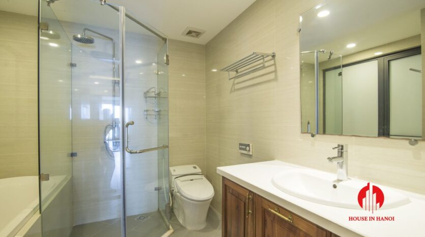 lake view 2 bedroom apartment on xuan dieu 8