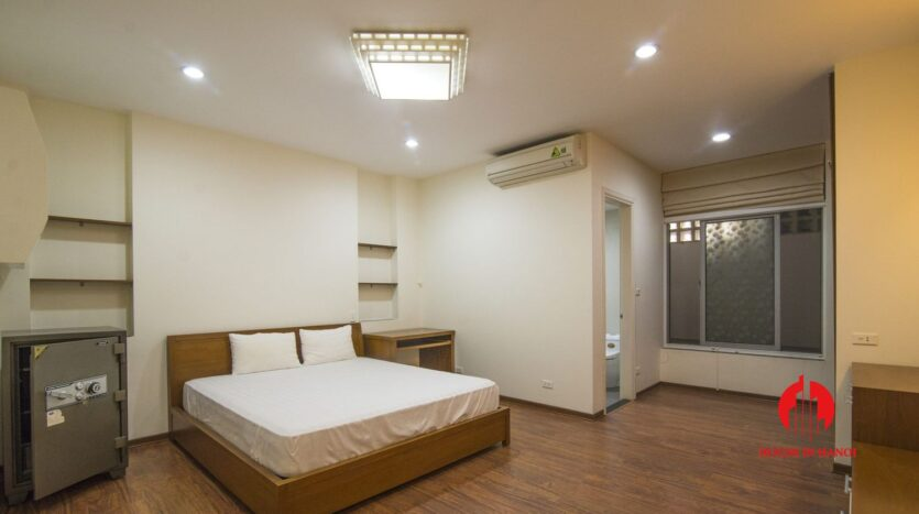 lake view apartmetn for rent on quang an 7