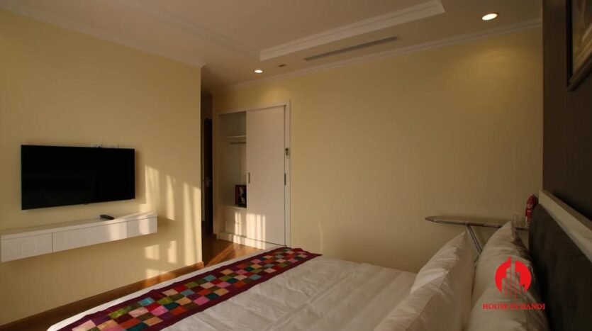 modish 2 bedroom apartment in vinhomes nguyen chi thanh 3