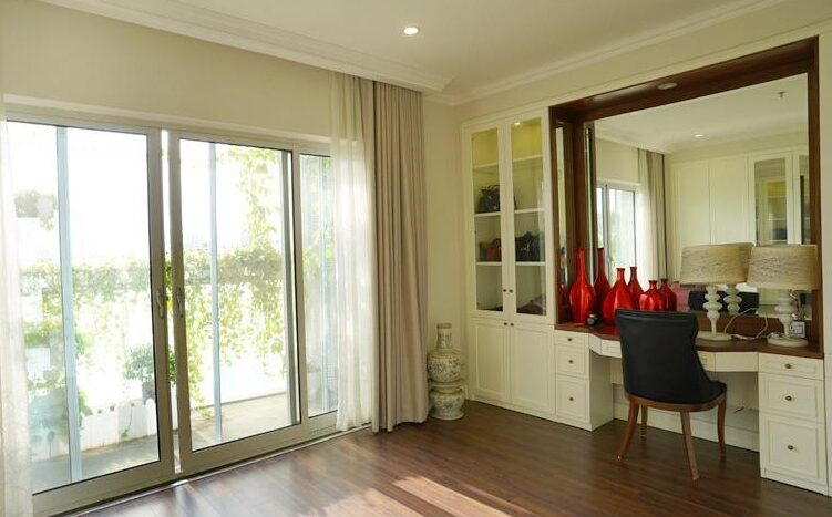 big apartment for rent in ba dinh 12