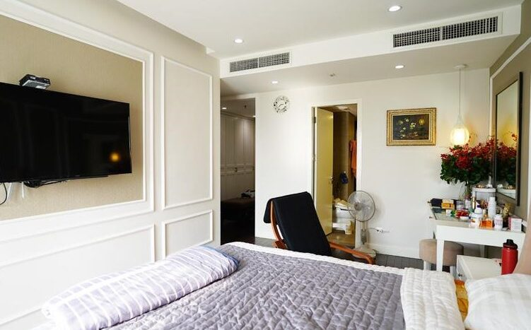 big apartment for rent in ba dinh 14
