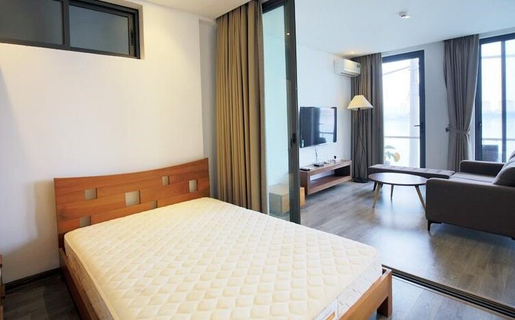 lake view 2 bedroom apartment on quang khanh 12