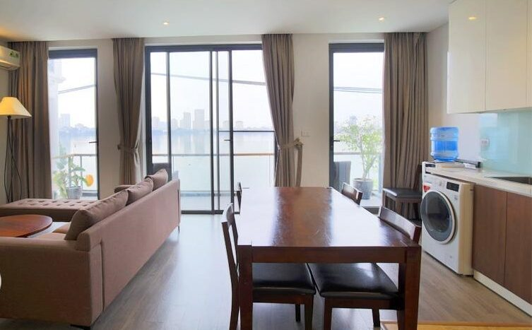 lake view 2 bedroom apartment on quang khanh 15