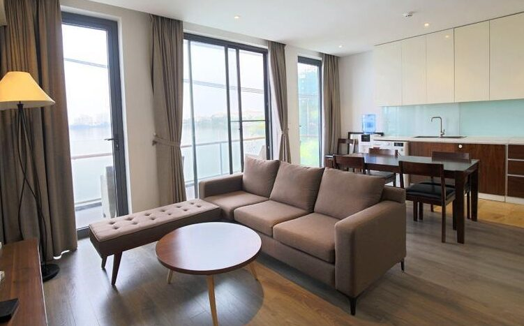 lake view 2 bedroom apartment on quang khanh 17