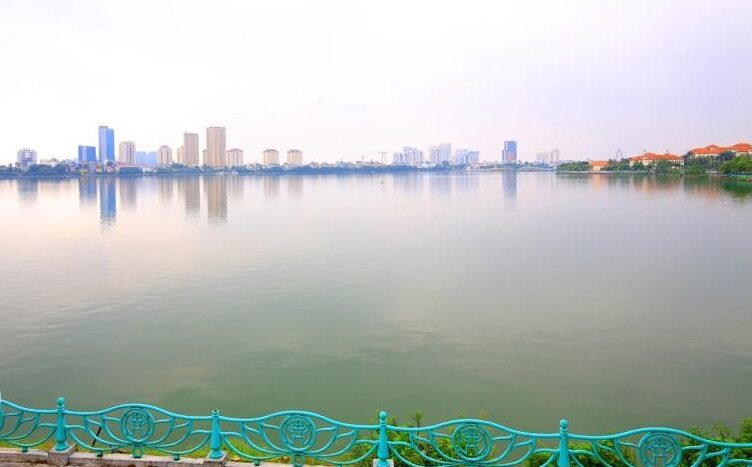 lake view 2 bedroom apartment on quang khanh 21