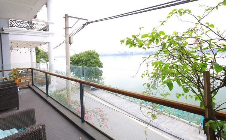 lake view 2 bedroom apartment on quang khanh 22