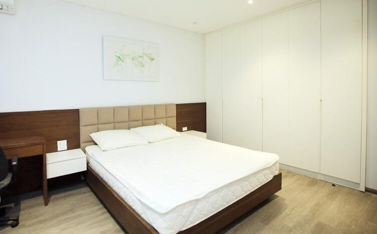 lake view 2 bedroom apartment on quang khanh 23