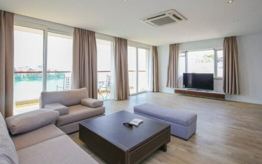 large lake view apartment on quang an with good layout 3