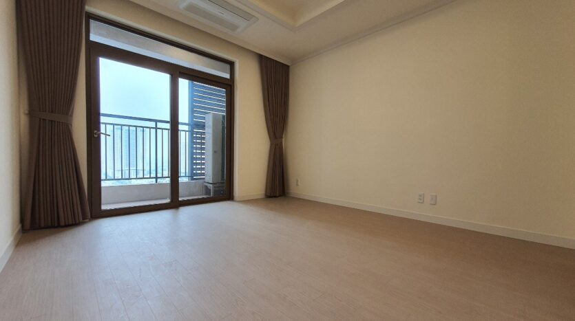 Basic 3 BR Apartment for Rent in Starlake High Floor and Open View 31