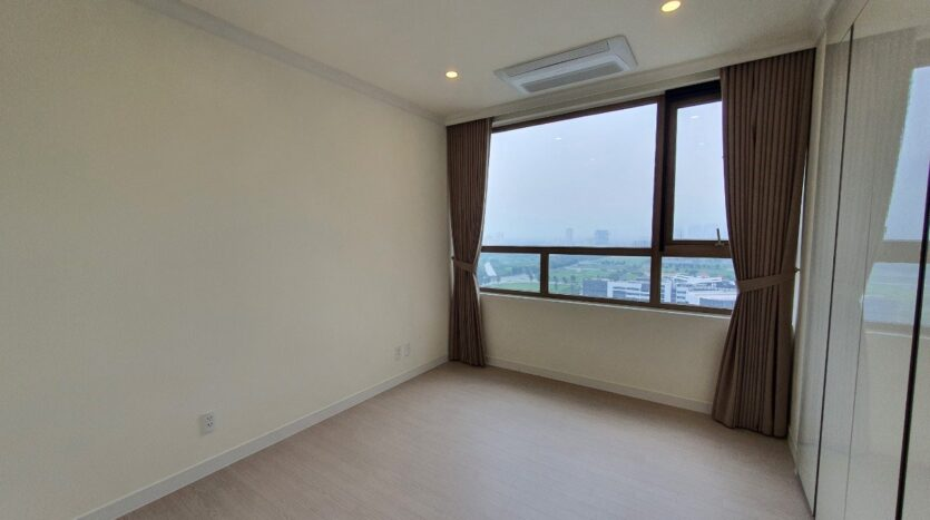 Basic 3 BR Apartment for Rent in Starlake High Floor and Open View 32