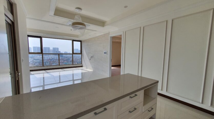 excellent 3 bedroom apartment for rent in starlake 1