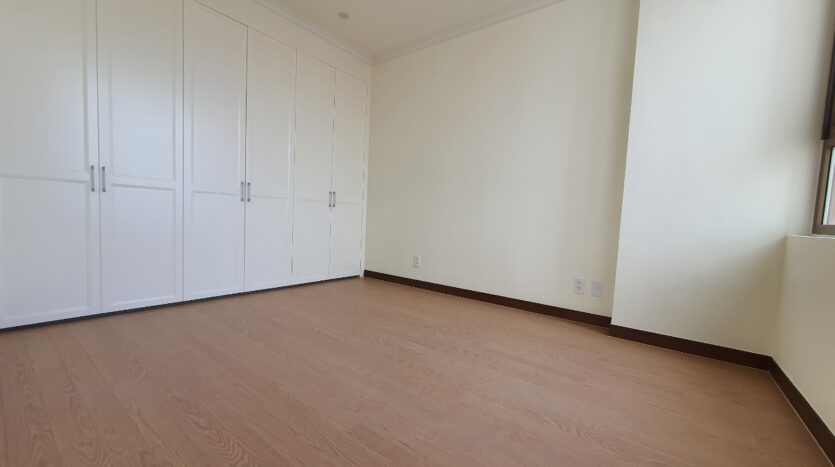 excellent 3 bedroom apartment for rent in starlake 2