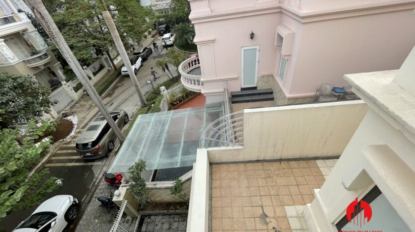 well maintained villa in ciputra 14