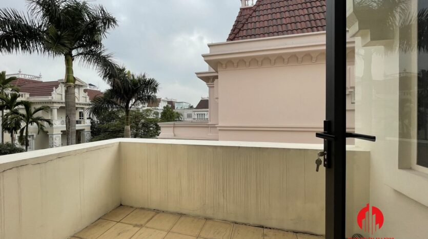 well maintained villa in ciputra 27