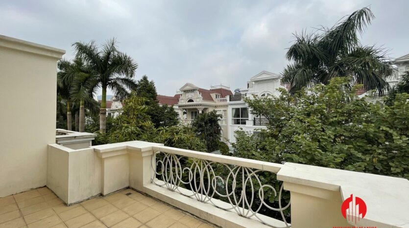 well maintained villa in ciputra 3
