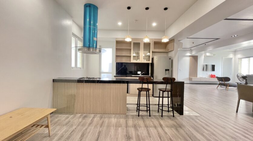 Sparling 3BRs Apartment for Rent with West lake view near Vo Chi Cong street 13