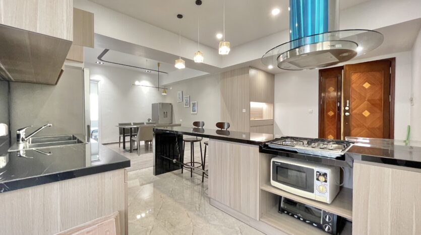 Sparling 3BRs Apartment for Rent with West lake view near Vo Chi Cong street 14