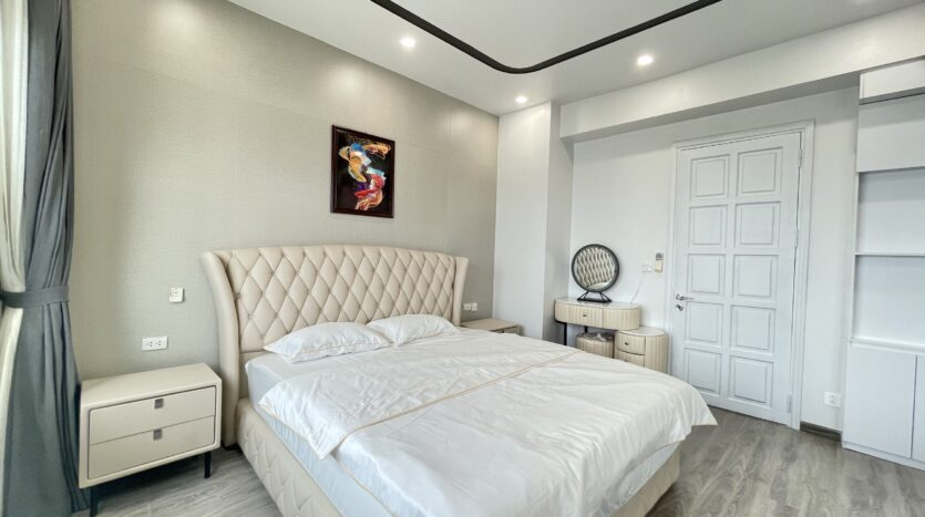 Sparling 3BRs Apartment for Rent with West lake view near Vo Chi Cong street 15